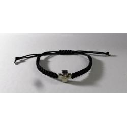 Πλεκτό βραχιόλι με σταυρό - Μαύρο χρώμα